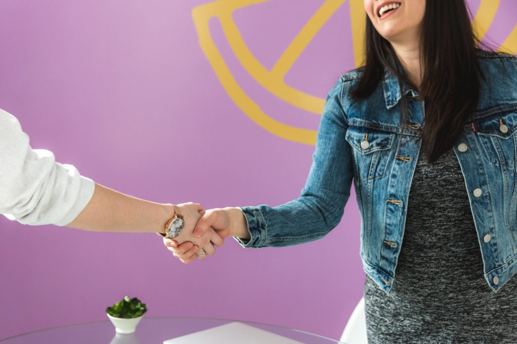 business-woman-shakes-hand (1)